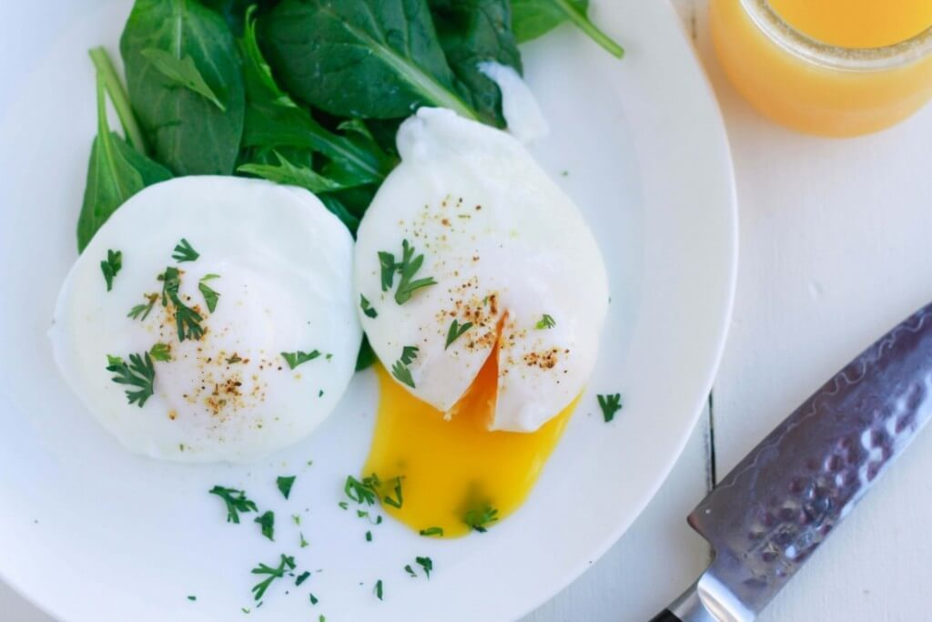 Easy-Poached-Eggs-www.savorylotus.com_-1102x735