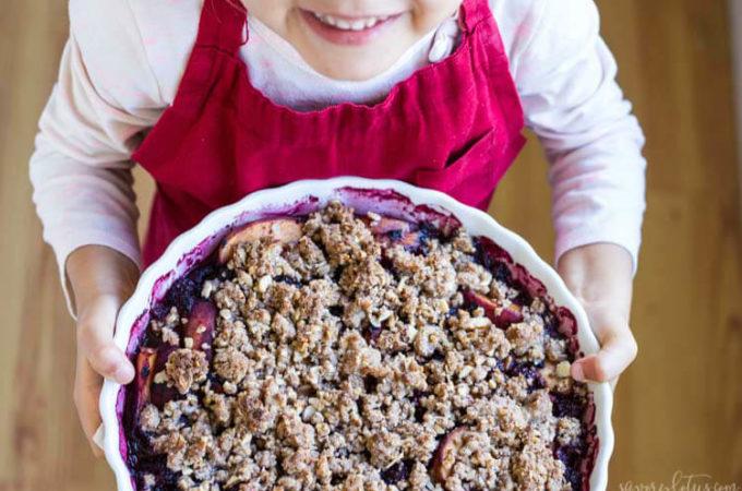 Simple Blackberry Peach Crisp (gluten free) | www.savorylotus.com