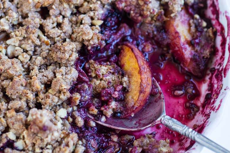 Simple Blackberry Peach Crisp (gluten free) -- www.savorylotus.com