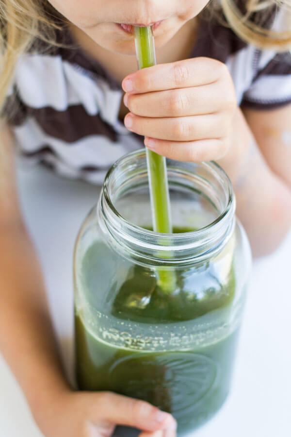 Detox Green Juice --- www.savorylotus.com