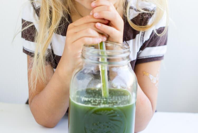 Detox Green Juice -- www.savorylotus.com