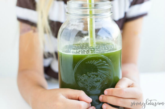 Detox Green Juice | www.savorylotus.com