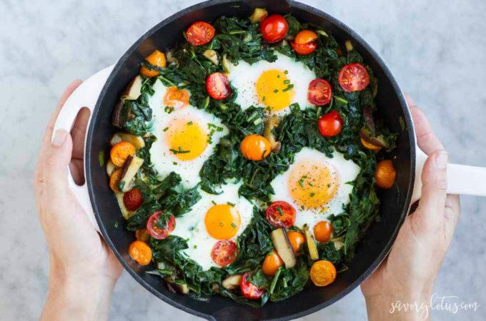 Easy Baked Eggs | www.savorylotus.com
