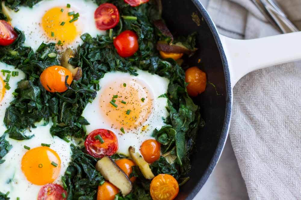 Easy Baked Eggs ~ www.savorylotus.com