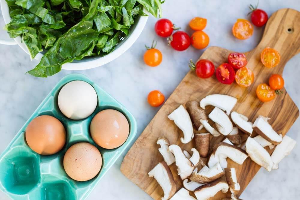 Easy Baked Eggs \ www.savorylotus.com