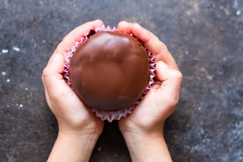 2 Ingredient Chocolate Glaze \ www.savorylotus.com