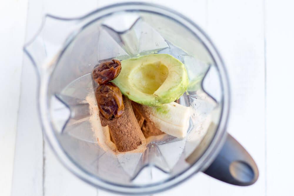 Chocolate Avocado Date Smoothie (dairy free) // www.savorylotus.com