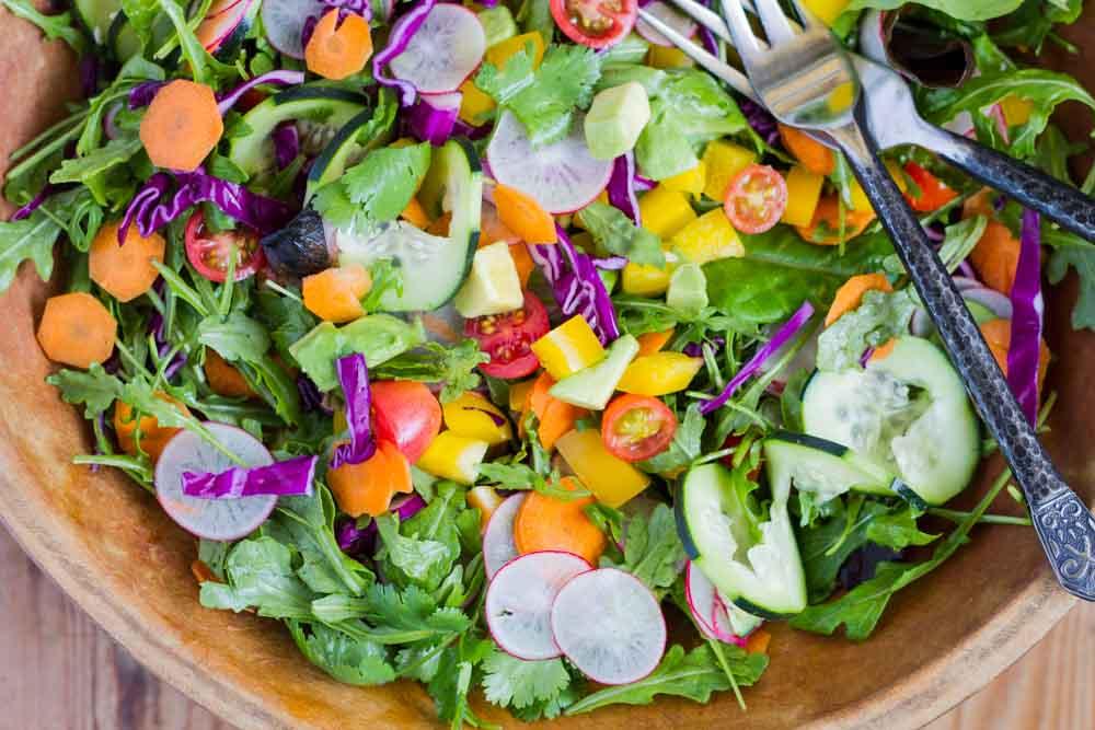 Rainbow Salad with Orange Vinaigrette || www.savorylotus.com