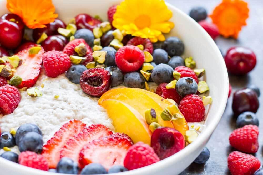 Summer Fruit Vanilla Bean Chia Pudding Bowl (dairy free) / www.savorylotus.com