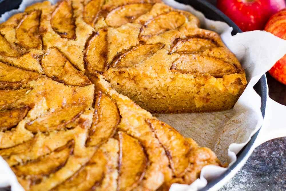 Cardamom Apple Cake (gluten free paleo) \\ www.savorylotus.com