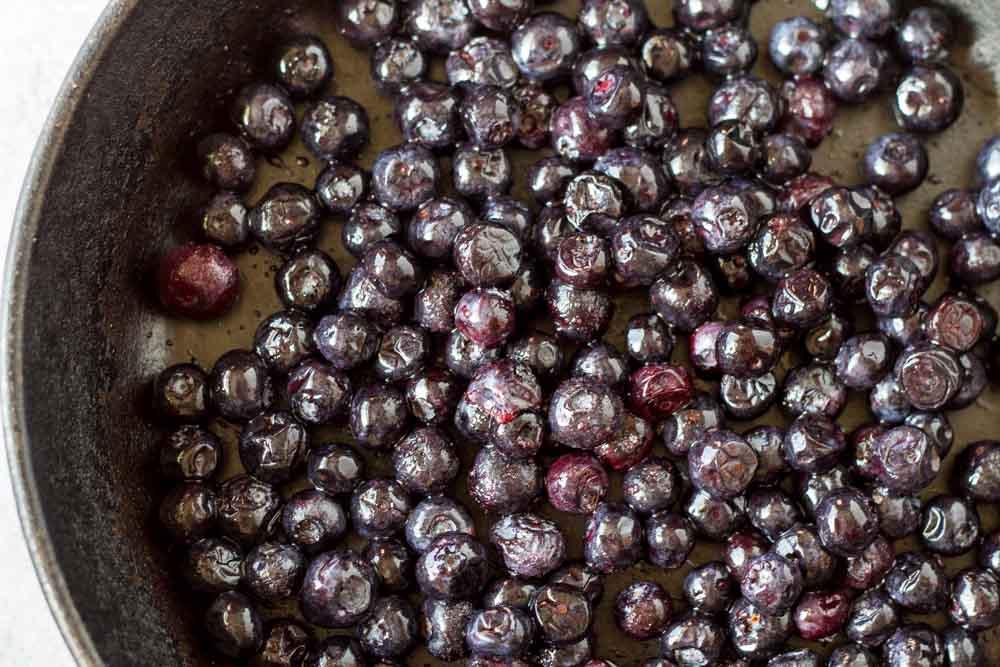 Mini Dutch Baby Pancakes (gluten free, nut free, paleo with blueberries) --- www.savorylotus