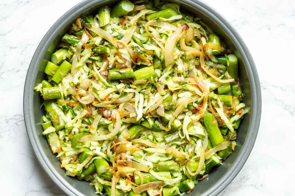Crustless Caramelized Onion and Asparagus Quiche --- www.savorylotus.com