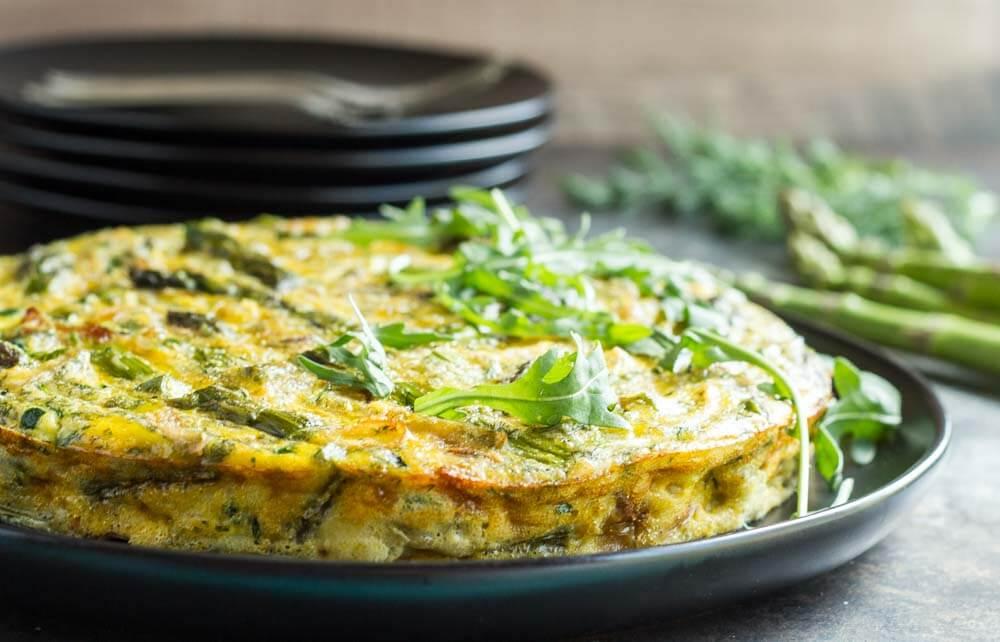 Crustless Caramelized Onion and Asparagus Quiche ~~ www.savorylotus.com