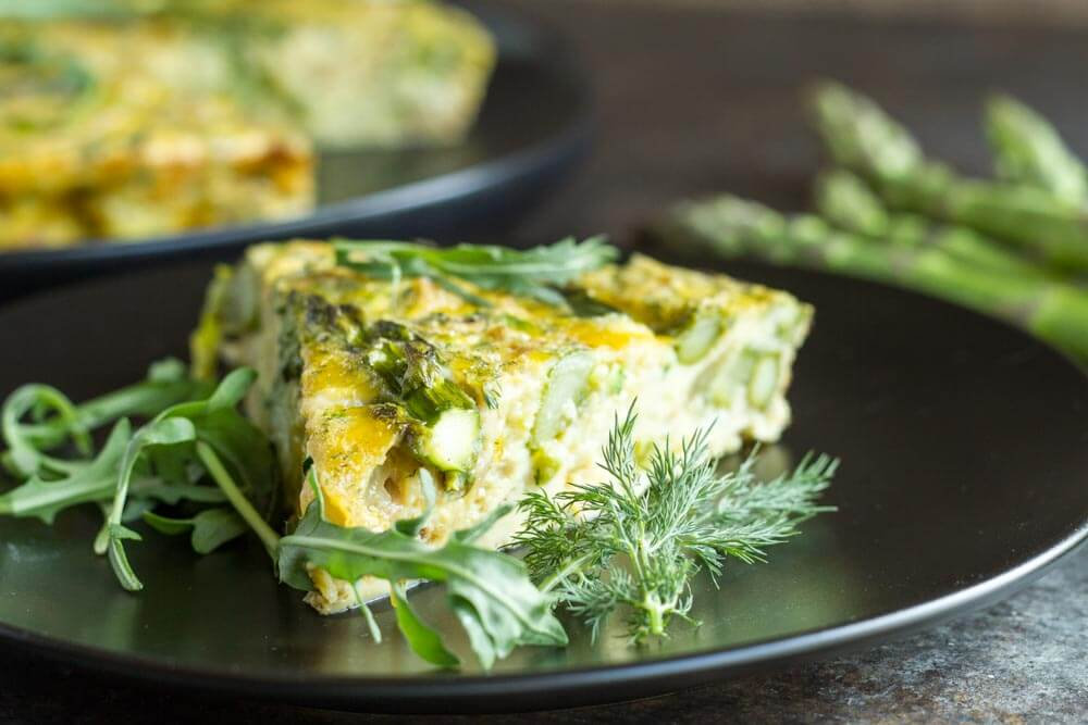 Crustless Caramelized Onion and Asparagus Quiche \\\\ www.savorylotus.com