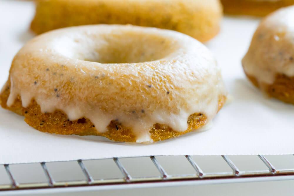 Lemon Poppy Seed Donuts (gluten free, paleo, grain free) \ www.savorylotus.com