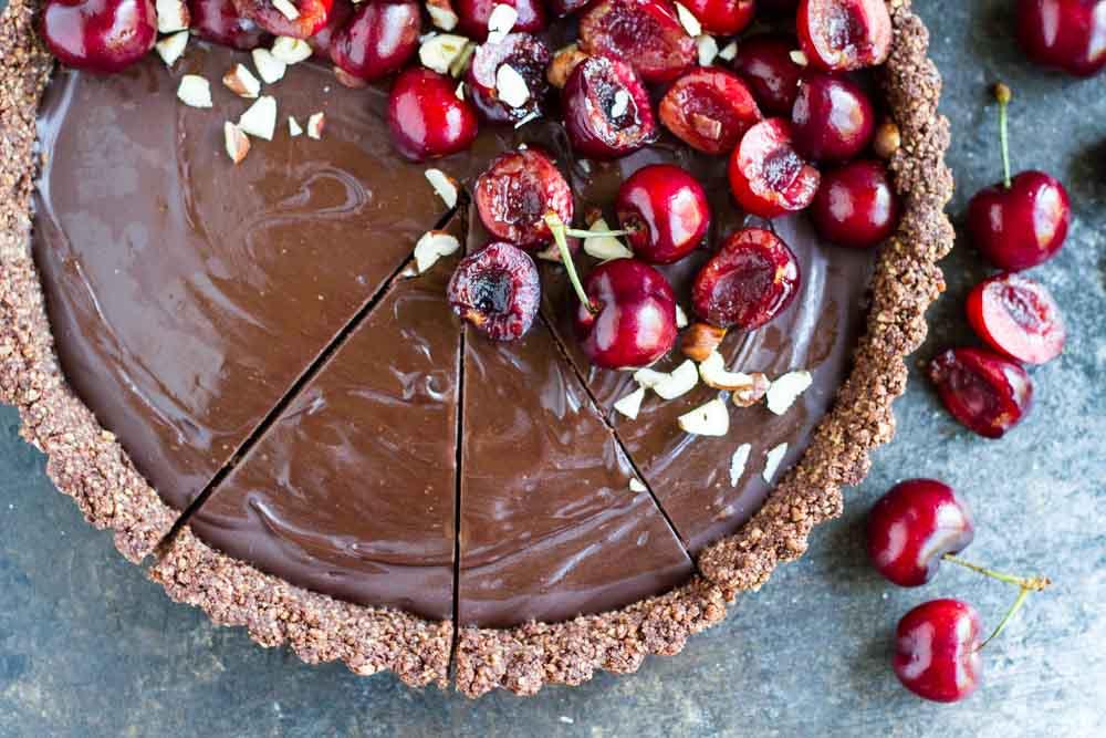 No Bake Chocolate Tart with Fresh Cherries (gluten free, paleo, vegan)     www.savorylotus.com