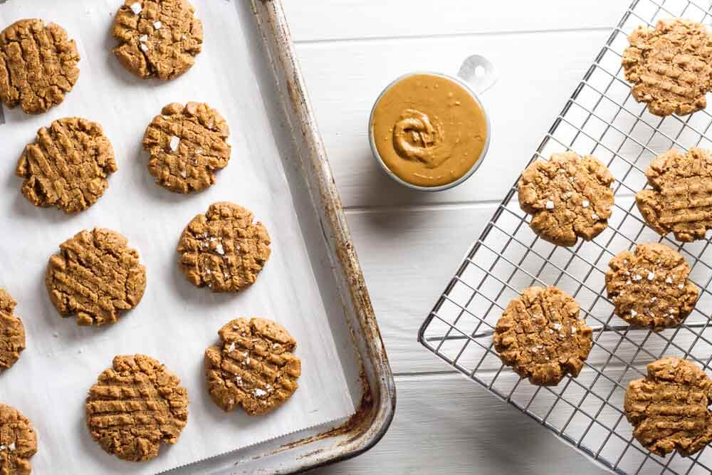4 Ingredient Flourless peanut Butter Cookies (gluten free) ~ www.savorylotus.com