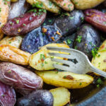 Garlic Roasted Potatoes (gluten free, Whole30) \\\ www.savorylotus.com