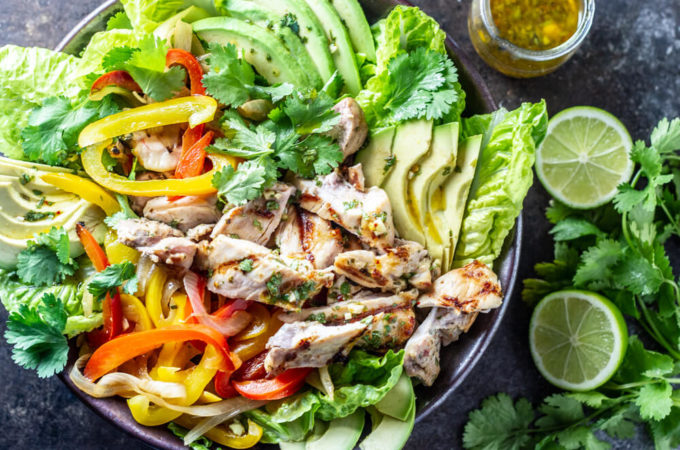 Chicken Fajita Salad (gluten free, paleo, whole30) | www.savorylotus.com